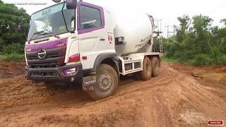 Video Perjuangan Truck Hino Mixer Semen DI Jalan Licin Dan Berlumpur - Truck Molen Mixer HD MP3, 3GP, MP4, WEBM, AVI, FLV Mei 2019