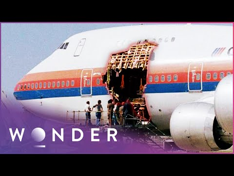 The Disaster Of United Airlines Flight 811 | Mayday | Wonder