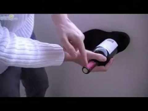 ecco come aprire una bottiglia di vino con una scarpa