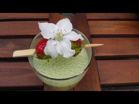 Koch - Grner Smoothie mit Apfelblte -- Der Bio Koch #476 Zubereitung: Orangensaft auspressen und in den Mixer geben. Bananen, Bltter, Salat und Kohl hinzu geben....