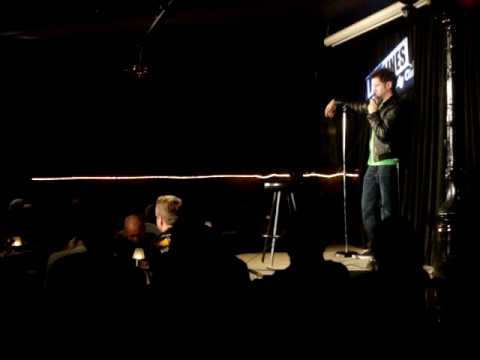 Jamie Kennedy fights with heckler and leaves stage pissed off
