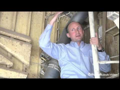 Boy - Aviation expert demonstrates how a 16-year-old boy stowed away in the nose-wheel compartment of a passenger jet during a flight from California to Hawaii describing his survival as