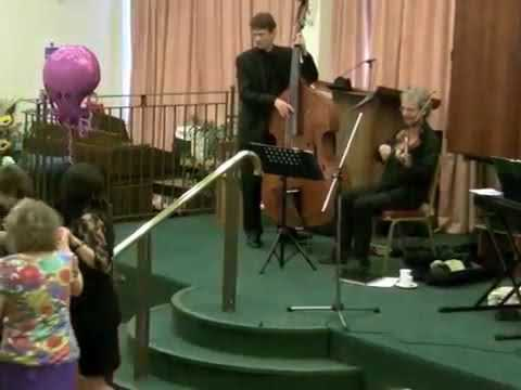 Klez perform live
