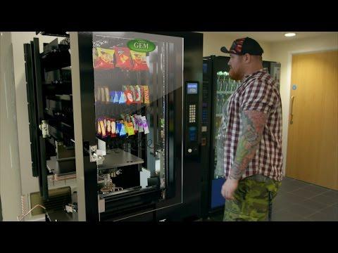 大家好奇很多年的「自動販賣機內部構造」大公開,當硬幣投進去後的過程也太令人驚訝了!