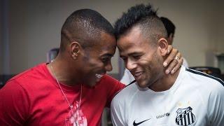 O atacante Robinho esteve no CT Rei Pelé para se despedir dos amigos do Santos FC. ** Baixe o app oficial da Santos TV: Android - http://goo.gl/B5nM6s IOS - ...