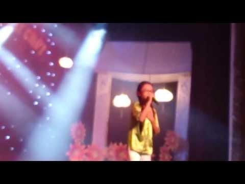 Phương Mỹ Chi hát live Áo Mới Cà Mau, Thua Một Người Dưng