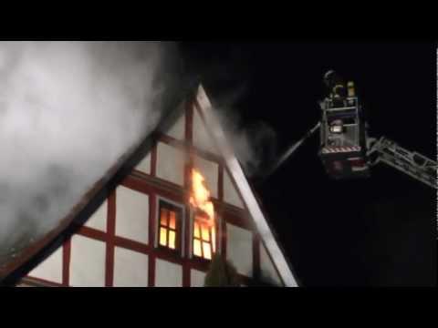 Dachstuhl und Scheune bei Brand zerstört