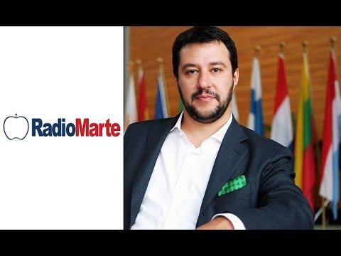 Salvini a Radio Marte canta