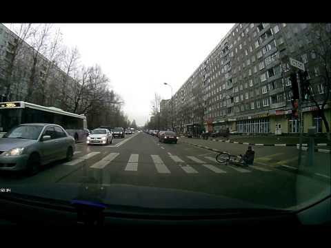 Велосипедиста сбили - ехал на красный