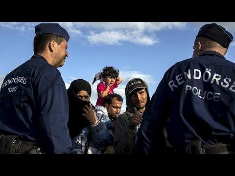 Ουγγαρία: Εξαντλήθηκαν από το περπάτημα οι μετανάστες που έφυγαν από το Ρότσκε