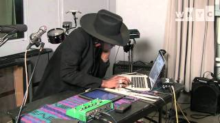 "Theophilus London ""Flying Overseas (Brooklyn Remix)"" Live on Soundcheck"