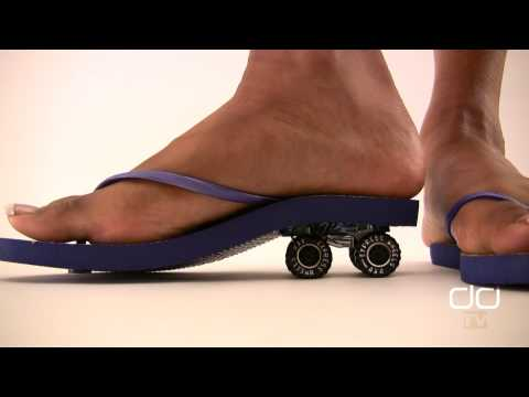 ebony giantess - The ebony Giantess is back for another car crushing round of destruction, this time in flip flops! Enjoy the new episode and enjoy Darla's sexy ebony toes an...