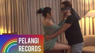 Melayu - Angkasa - Biarlah Bulan Bicara  (Official Music Video)