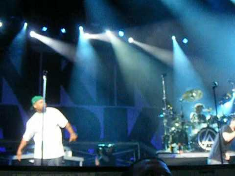 "Linkin Park. Feat. Busta Rhymes - ""We Made It"" (Live)"