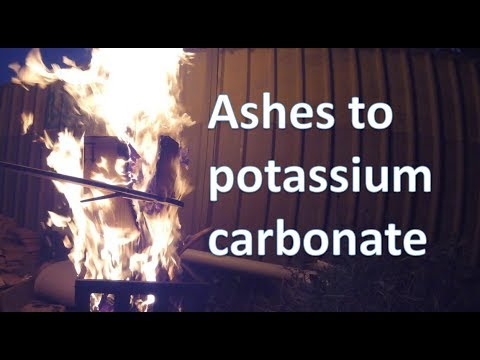 Making potassium carbonate from wood ashes
