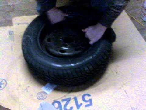 comment demonter et remonter un pneu de voiture la. Black Bedroom Furniture Sets. Home Design Ideas