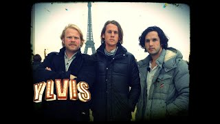 I Kveld Med Ylvis - Sparker Folk I Paris - Kicking Random People