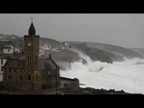 Ευρώπη: Σαρώνει η καταιγίδα «Ντένις» με πλημμύρες, ισχυρούς ανέμους και διακοπές ρεύματος…
