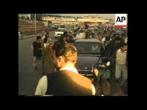 Video PAKISTAN: BENAZIR BHUTTO MOVES OUT FROM THE PALATIAL HILLTOP RESIDENCE download in MP3, 3GP, MP4, WEBM, AVI, FLV January 2017