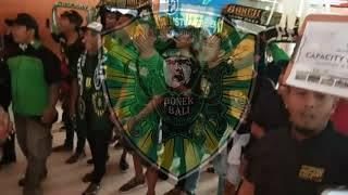 Download Video Bonek sambut kedatangan Team PERSEBAYA di BALI. MP3 3GP MP4