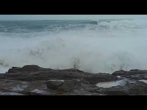 Espectacular oleaje en la playa de A Marosa