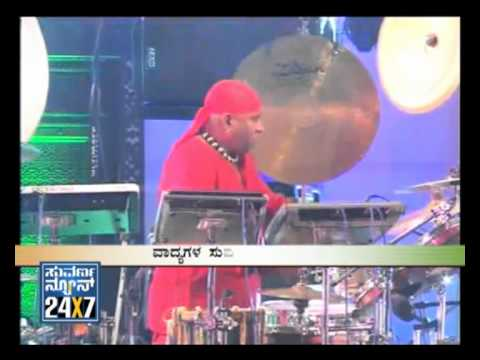jugalbandhi - http://www.suvarnanews.tv - 26 January 2012 - Bombat-Jugalbandhi with Drummer Shivamani mesmerises audience with saxpohone music maestro Kadri Gopalnath, flu...