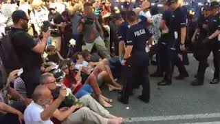 Tak policja potraktowała ludzi, którzy próbowali zatrzymać marsz ONR.