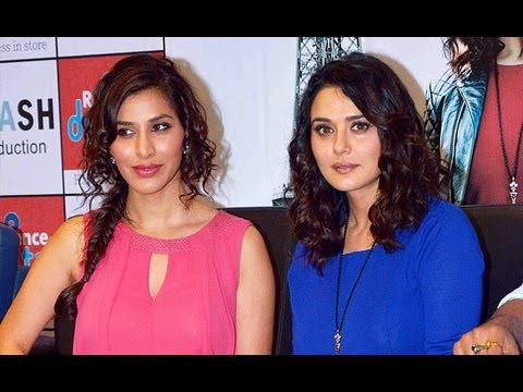 Preity - Ishq In Paris Promotion with Preity Zinta, Sophie Choudhury & Rhehan Malliek http://www.notchmag.com/video/10650/preity-zintas-role-in-ishkq-in-paris Dressed...
