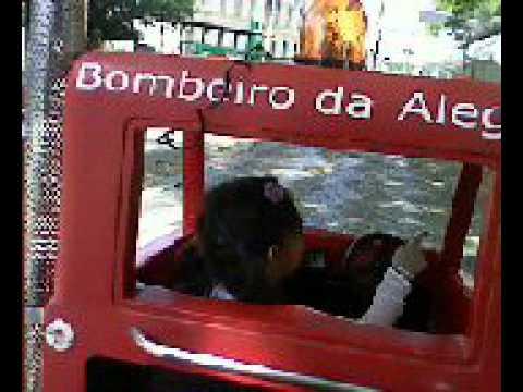 SARA  VIEIRA NO CAMINHÃOZINHO DO BOMBEIRO EM SÃO JOÃO DA BOA VISTA