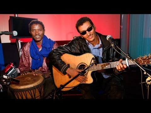 Bombino - Bombino performs Amidinine - live session Subscribe to the Guardian HERE: http://bitly.com/UvkFpD Omara 'Bombino' Moctar is an internationally acclaimed Tuar...