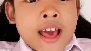 Ank gadis,menyanyikan lagu idolanya,Nagita slivina Hati yg tertatih...
