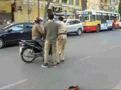 Clip Cảnh sát giao thông bị tai nạn