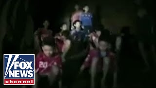 Video Massive effort to rescue stranded youth soccer team MP3, 3GP, MP4, WEBM, AVI, FLV Maret 2019