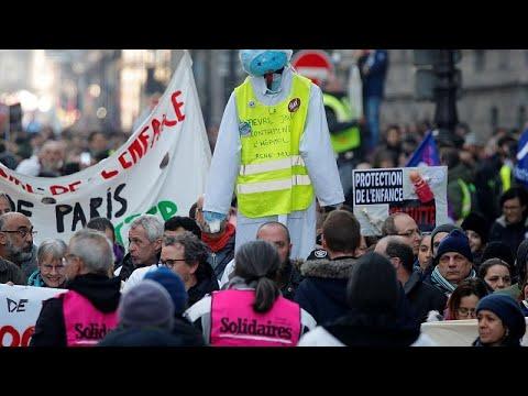 Γαλλία: Μαζί διαδήλωσαν το συνδικάτο CGT και τα «κίτρινα γιλέκα»…
