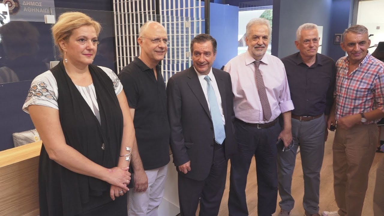 Ο δήμαρχος Αθηναίων Γ. Καμίνης  στο νέο  ΚΕΠ της πλ. Βικτωρίας