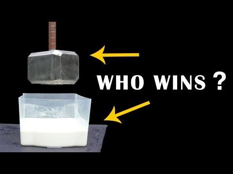 這群人用41公斤重「雷神之槌」狠砸最抗壓的液體「非牛頓流體」,夢幻對抗結果超紓壓!