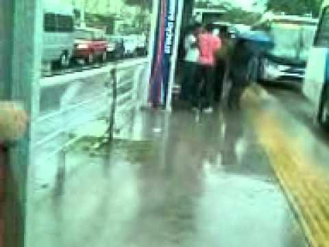 Alameda São Boaventura, Fonseca, Niterói - Estação Bairro Chic em dia de chuva...