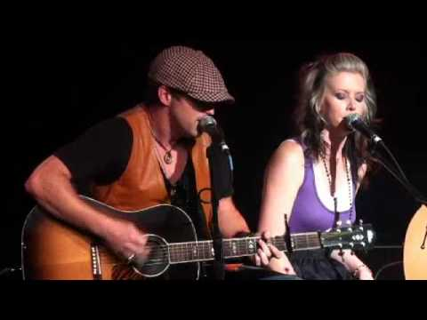Thompson Square Soundcheck 'Are You Gonna Kiss Me or Not'