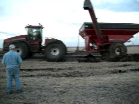 Case IH STX480 4wd tractor with graincart stuck!!