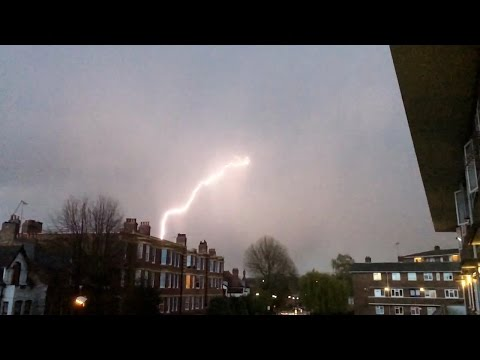 Airplane Struck By Lightening Caught On Video