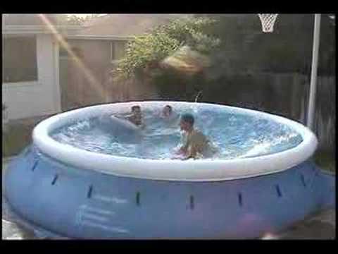 媽媽聽到在後院玩水的孩子們突然大叫後衝去查看,結果看到的卻是眼前這一幕…WOW!