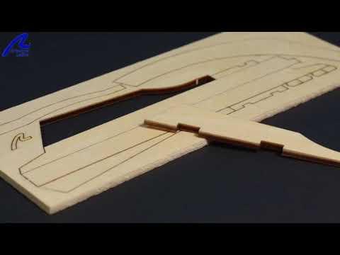 Maquette en bois : Cotre corsaire Le Renard