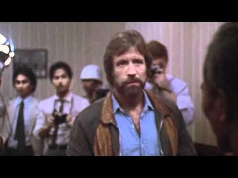 presidenttivaalit - In English: http://www.youtube.com/watch?v=BM-nFuawOgQ Vuonna 2012 Chuck Norris on joutunut työttömäksi, koska sodat ovat loppuneet maailmasta. Rauhanneuvott...