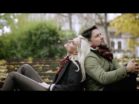 Support Lesbiens & Iva Pazderková představují videoklip ke skladbě Skořicová