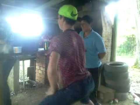 Geovani dançando teureu teuteu.