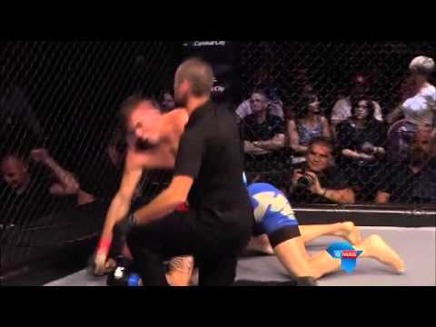 Bloed spat altyd in gemengde vegkuns / No mercy in mixed martial arts