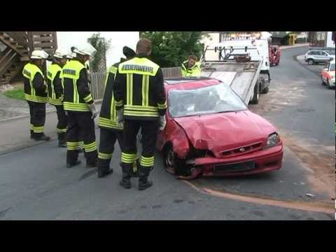 Seniorin verliert Kontrolle über Auto