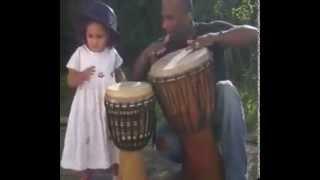 Initiation TIP TAP TOP  Nenette ROUSSAS aux percussions dance avec son papa Serge ROUSSAS