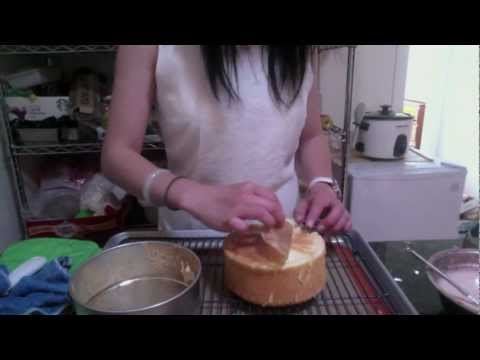 Chiffon - Hey everyone, We are making a chiffon sponge cake! This cake recipe can be used for any cakes that you want a fluffy and soft end result. I am only using a b...