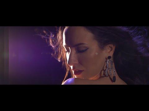 LARA MORR - Múza  [Official Music Video]